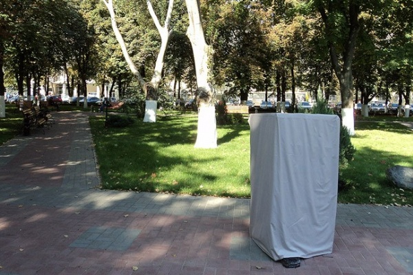 Воронежским чиновникам установили стул, вылечивающий от жлобства