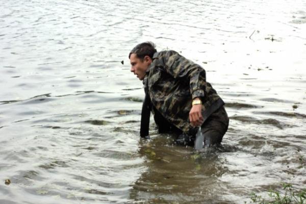 На съемках «Икорного барона» в Воронеже Евгению Пронину пришлось окунуться в холодную реку