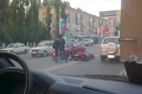 В Воронеже на пешеходном переходе мотоцикл сбил пенсионерку с 3-летней внучкой