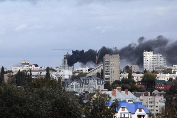 В центре Воронежа горит многоэтажка