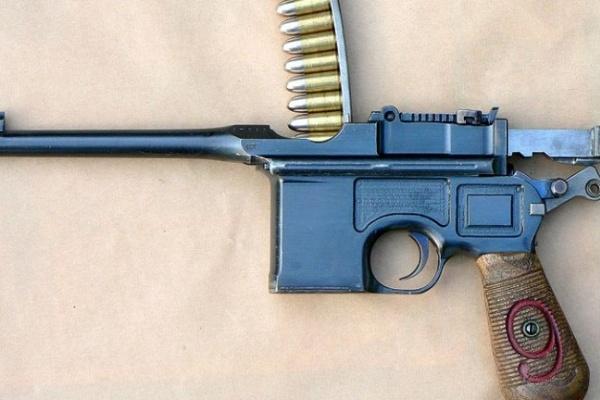 В Воронеже молодой человек обстрелял из карабина случайного прохожего