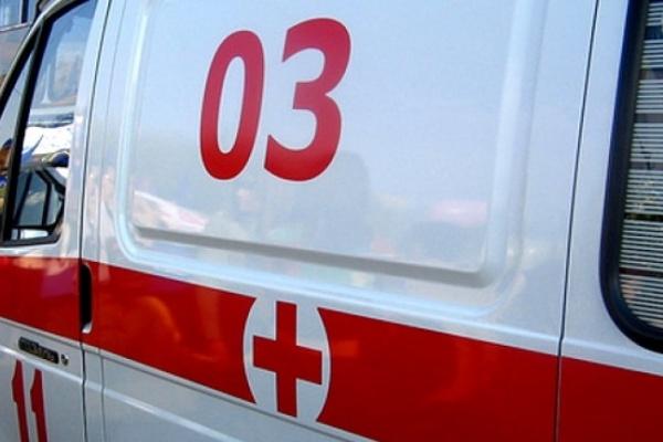 В Воронеже грузовик насмерть сбил стоявшую на остановке женщину