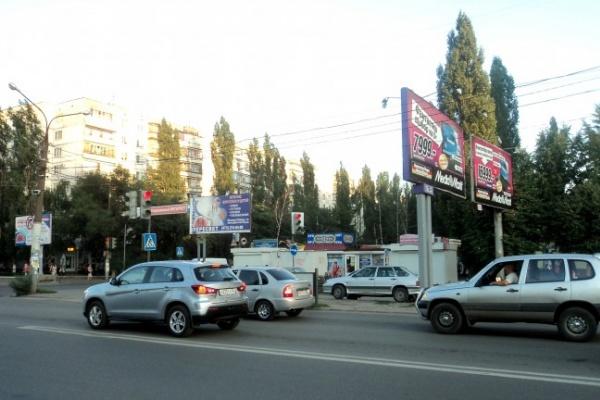 ФАС никак не может заставить городские власти навести порядок на рынке «наружки» в Воронеже