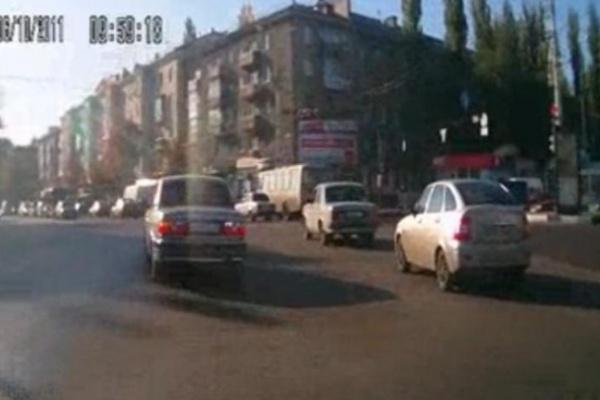 Автомобиль с номерами областной администрации «засекли» на грубом нарушении правил