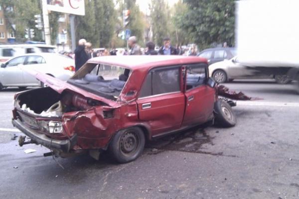 В Воронеже внедорожник смял «Жигули»