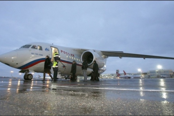 Из-за отказа двигателя воронежский Ан-148 совершил аварийную посадку в Симферополе