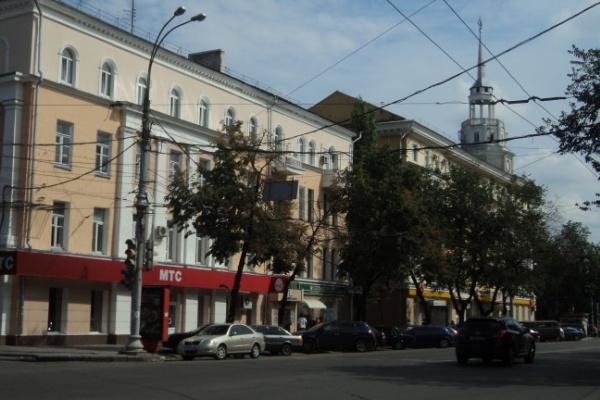 В Воронеже запретят парковку на Плехановской, а для общественного транспорта там выделят отдельные полосы