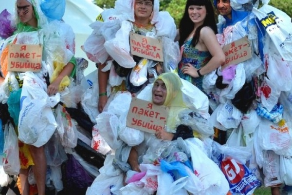 Воронежские борцы за экологию устроят бой эко-сумок с «пакетными монстрами»