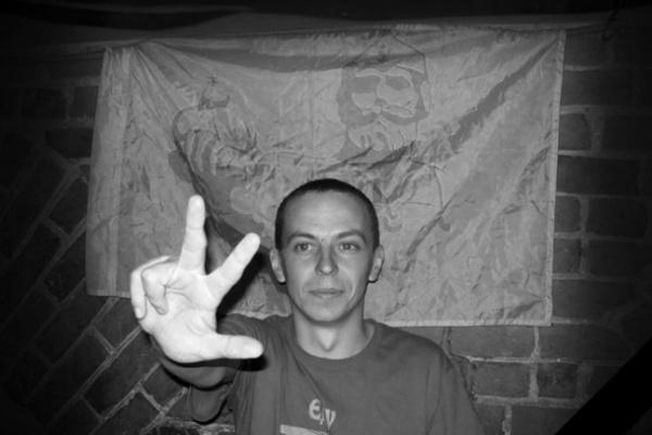 В Воронежской области током убило сотрудника МЧС, который влез на товарный поезд