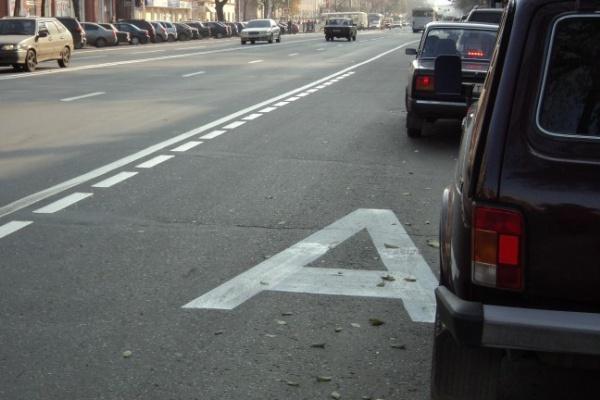 В Воронеже водители игнорируют полосу, выделенную для общественного транспорта на Плехановской
