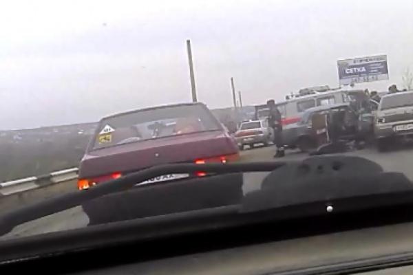 В Воронеже на Семилукском мосту при столкновении 4 автомобилей погиб человек