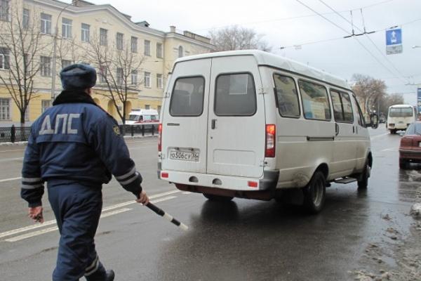 На Плехановской уже штрафуют за парковку на полосе для общественного транспорта