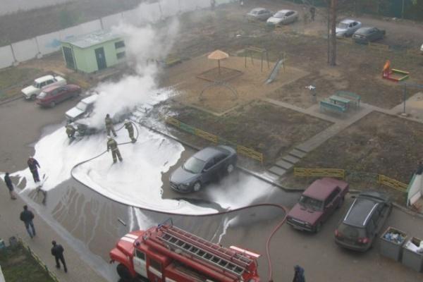 В Воронеже снова сгорела машина