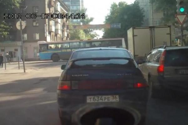 В Воронеже перед судом ответит водитель автобуса №79, который сбил девушку на «зебре»
