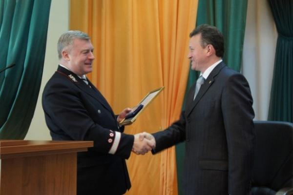 Глава ЮВЖД вручил мэру Лисок отличительный знак
