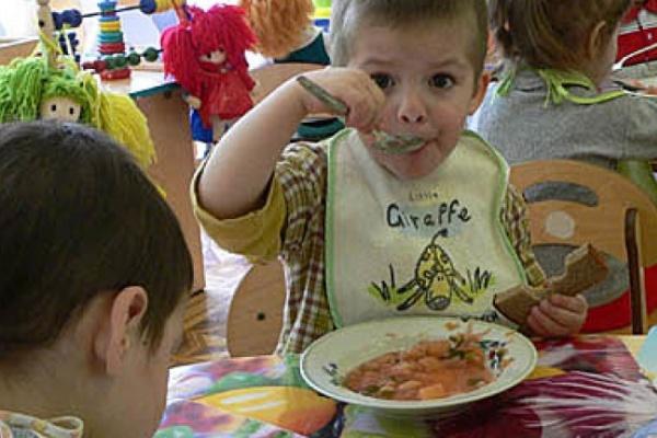 В детсадах Воронежской области малышей кормили опасными продуктами