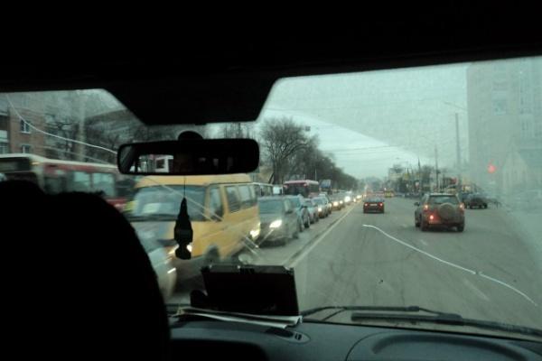 В Воронеж пришла зима с пробками