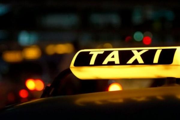 В Воронеже таксиста ограбили и взяли в заложники