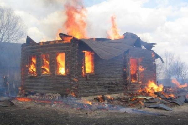 В Воронежской области горят частные дома