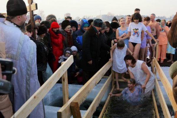 Крещенские купели апробировали воронежские санитарные врачи