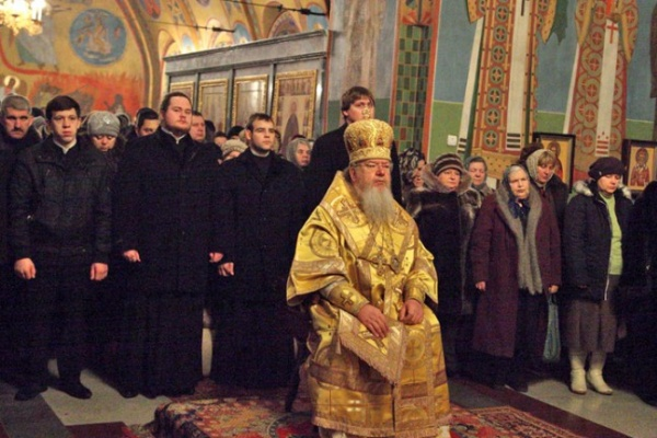 12 февраля Владыка Сергий провел богослужение в Успенском Семинарском храме города Воронежа