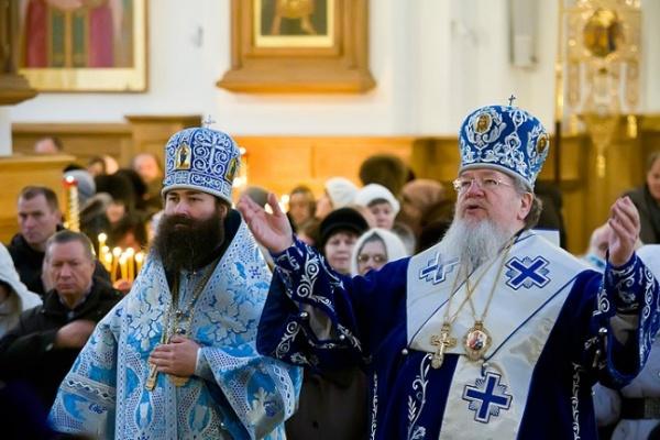 Владыка Сергий в праздник Сретения Господня отслужил Божественную литургию