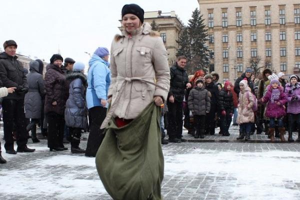 В Воронеже слякотная погода не отпугнула горожан от празднования Масленицы