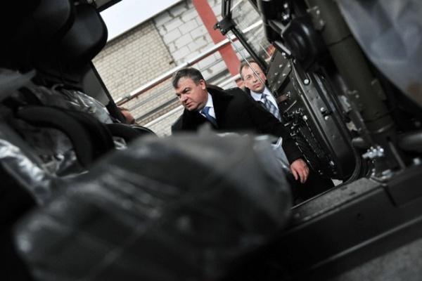 В Воронеже министр обороны побывал на предприятии, производящем бронемашины «Рысь»