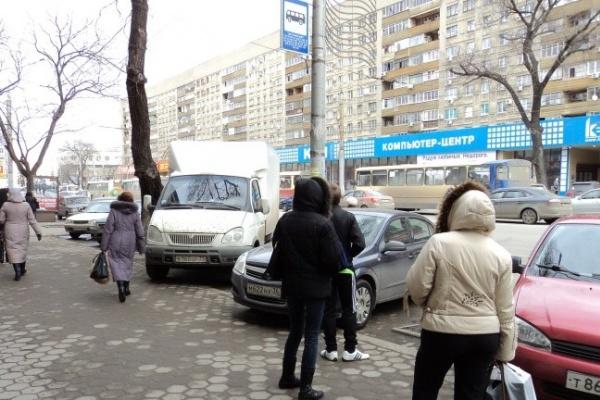 Маршрутки и троллейбусы теперь тормозят на новой остановке «Детский мир»