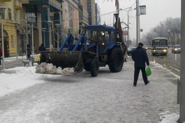 В Воронеже погода объявила войну снегоуборщикам