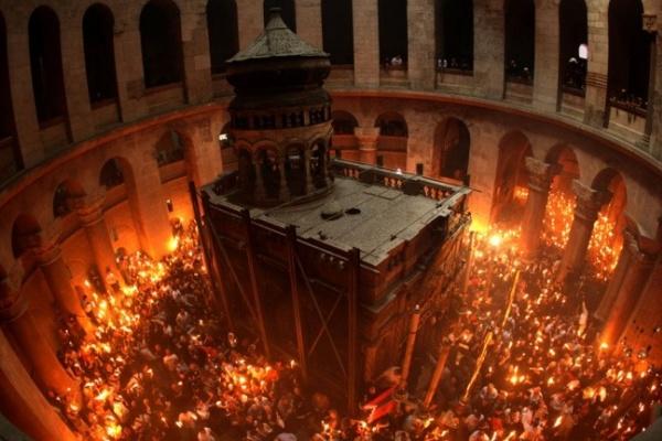 В Пасхальную ночь воронежцы смогут взять Благодатный огонь из Благовещенского собора