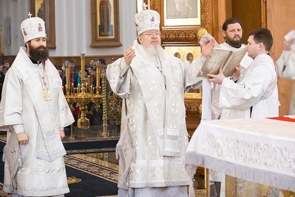 На Пасхальное богослужение в храмы пришли тысячи воронежцев