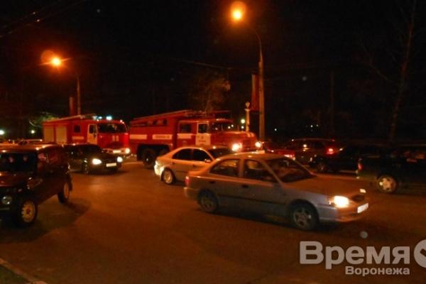 В Воронеже около «Алых парусов» носятся машины с мигалками