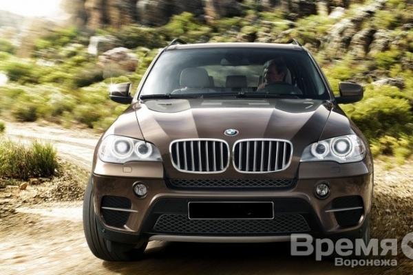 В Воронеже автослесарь разбил чужой BMW X5