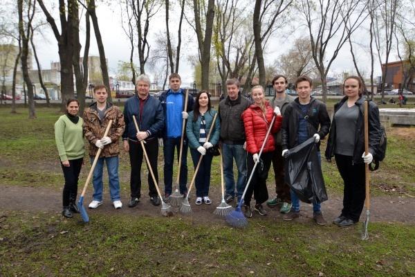 Воронежские депутаты привели в порядок Бринкманский сад