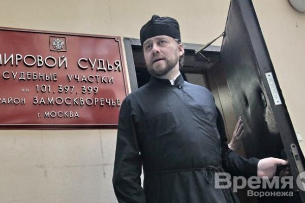 Воронежского священника, попавшего на немецком спорткаре BMW Z4 в ДТП, лишили прав