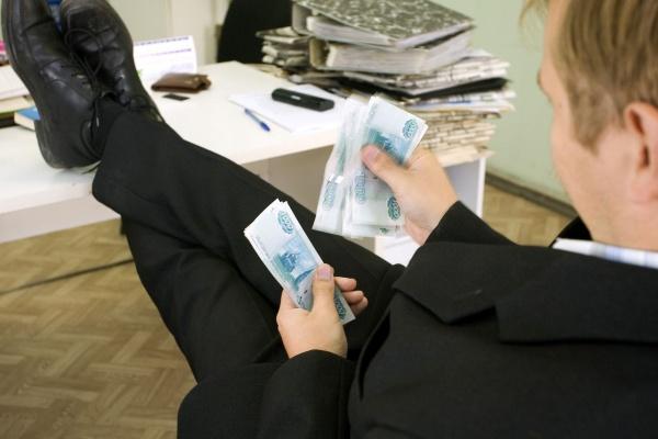Зарплаты воронежских чиновников  снижаются самыми быстрыми темпами в России