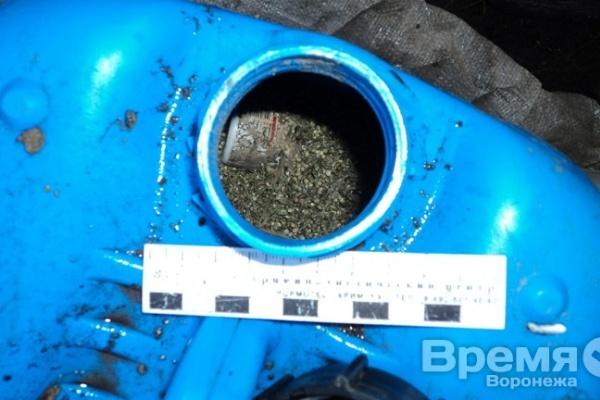 Под Воронежем пенсионер хранил наркотики в 50-литровой бочке