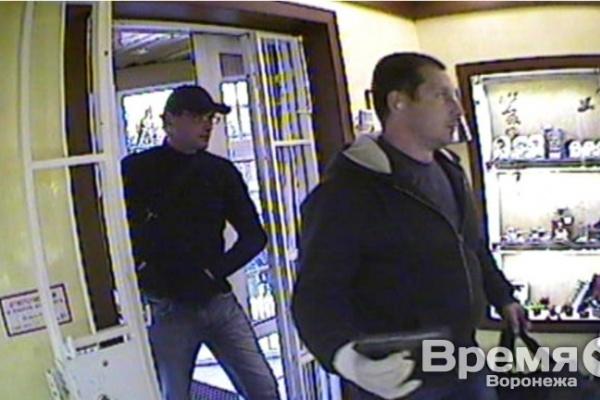 Туляки, ограбившие на 2 млн ювелирный в Воронеже, полностью признали свою вину