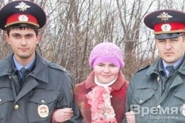 В Воронежской области полицейские спасли провалившуюся под лёд школьницу