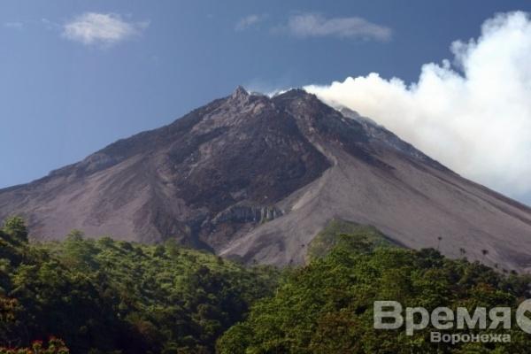 Сто человек ищут пропавшего на вулкане острова Ява туриста из Воронежа