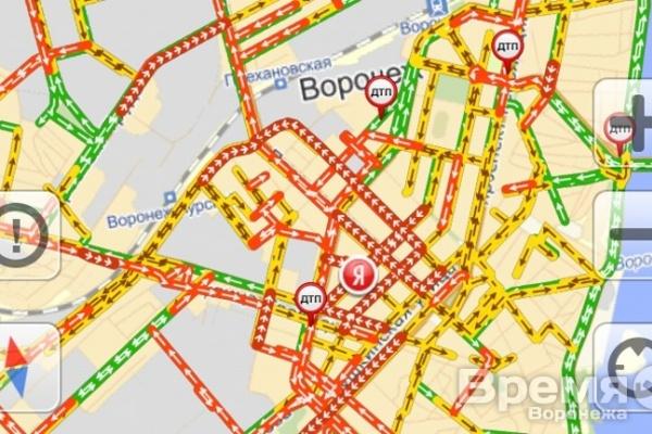 В Воронеже тысячи машин стали в пробках
