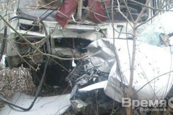 Под Воронежем иномарка протаранила автобус с пассажирами