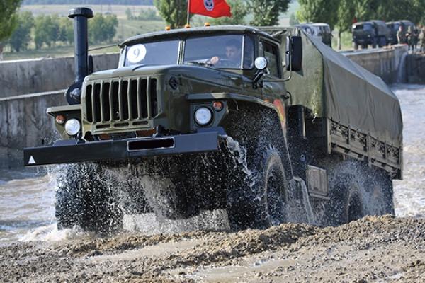 Под Воронежем начались военные учения автомобилистов и гранатометчиков