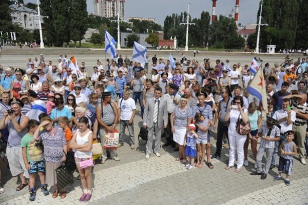 Лидер воронежских патриотов Борис Скрынников поздравил военных моряков