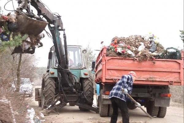 После Пасхи с воронежских кладбищ вывезли четверть годового объема мусора