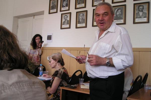 На воронежском филфаке ВГУ выпустили книгу о Валентине Инютине