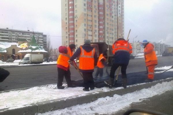 Дороги не успели построить к зиме ни в Воронеже, ни в России
