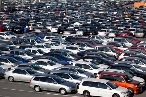 ВОмске падает объем продаж авто