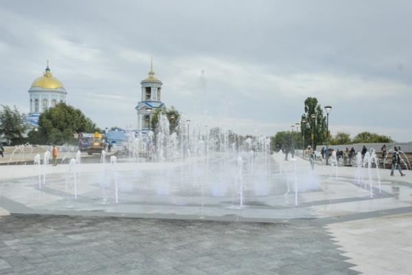 В Воронеже запустили первый фонтан на Советской площади